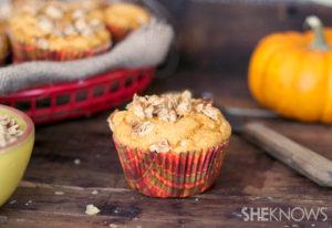 3-ingredient-apple-granola-pumpkin-muffins