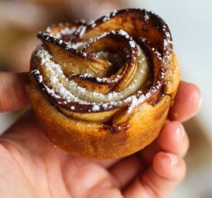 5-ingredient-applie-pie-roses-1-2
