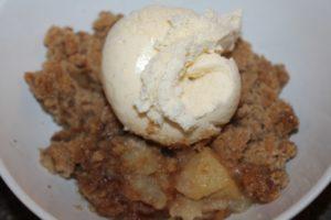 apple-crisp-and-ice-cream