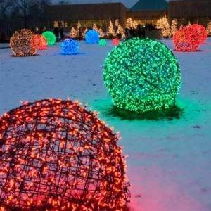 Christmas Light Balls Chicken Wire + Christmas Lights