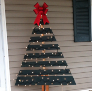 Pallet Christmas Tree Dark Green Spray Paint Red Bow Clear Lights You Can Gets Pallets Free If Don T Already Have One