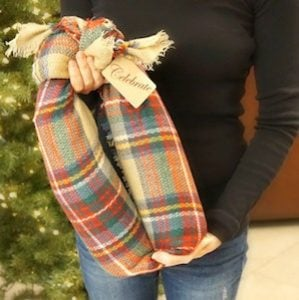DIY Wine Bottles in a Scarf christmas gift