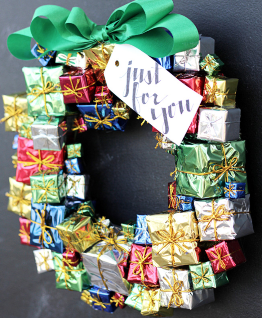 Christmas Tree Shop Picture Frames: 100 Cheap And Easy DIY Christmas Wreaths