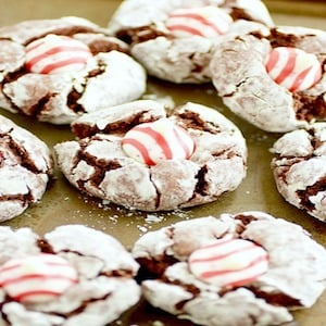 Chocolate Crinkle Candy Cane Kiss