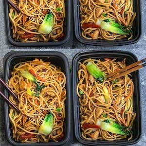 Slow Cooker Chicken Lo Mein Bowl Meal prep for the week