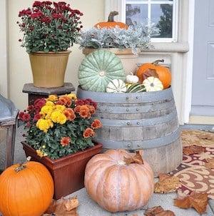 Farmhouse Fall Door Decor with mums and pumpkins