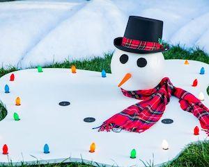 outdoor-snowmanlogs