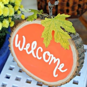 Pumpkin Tree Stump Welcome Sign