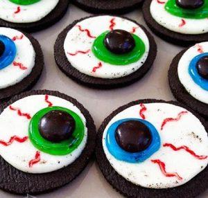 Halloween Oreo Cookie Eyeballs