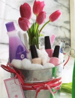 Christmas Gift Baskets for Women & 120 DIY Christmas Gift Baskets - Prudent Penny Pincher