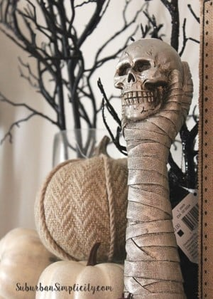 mummy holding a skull mantel