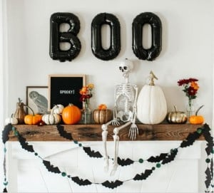 Modern Halloween Mante with bat garland and boo balloons