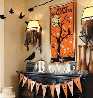 halloween bunting from pottery barn on mantel