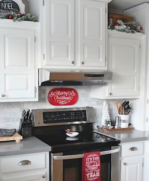 50 Apartment Christmas Decorations - Prudent Penny Pincher