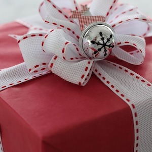 150 creative christmas gift wrapping ideas prudent penny pincher