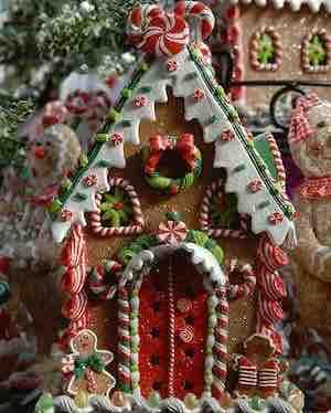 Gorgeous Gingerbread House Idea