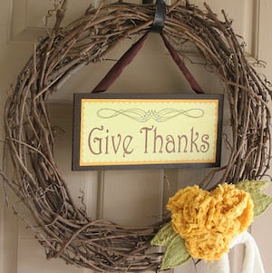 Thanksgiving Door Grapevine Wreath & Sign with Free Printable