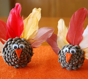 DIY Pinecone Turkey with feathers