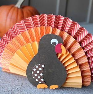 Paper Fan Turkey thanksgiving craft for kids