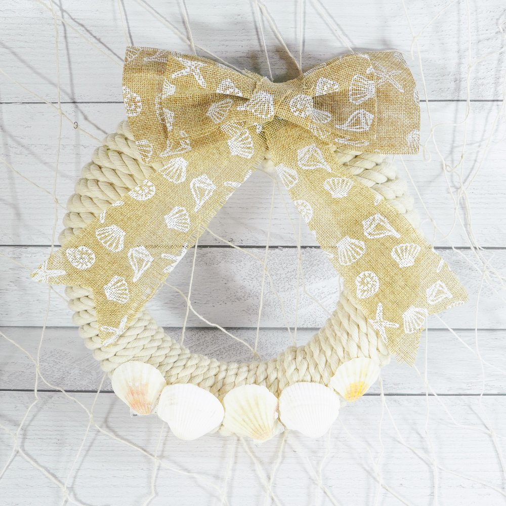 coastal wreath close up with fishnet hanging in the background
