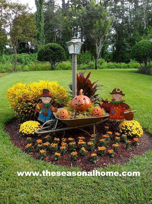outdoor fall decorations around lamp post